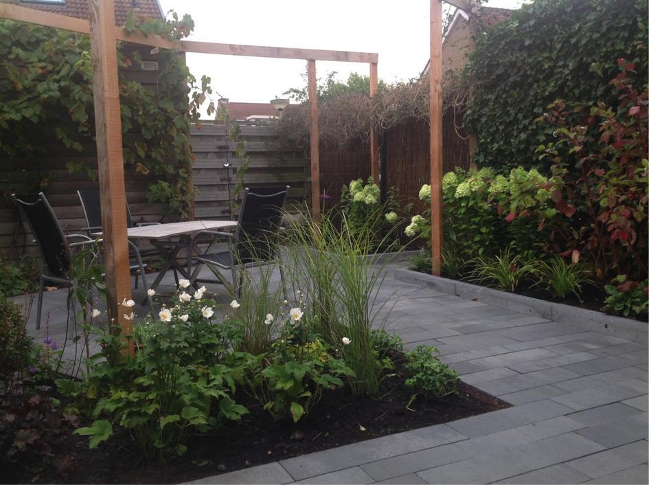 Dankzij de uitbouw verkleinde tuin vergrote sfeer for Hovenier den haag